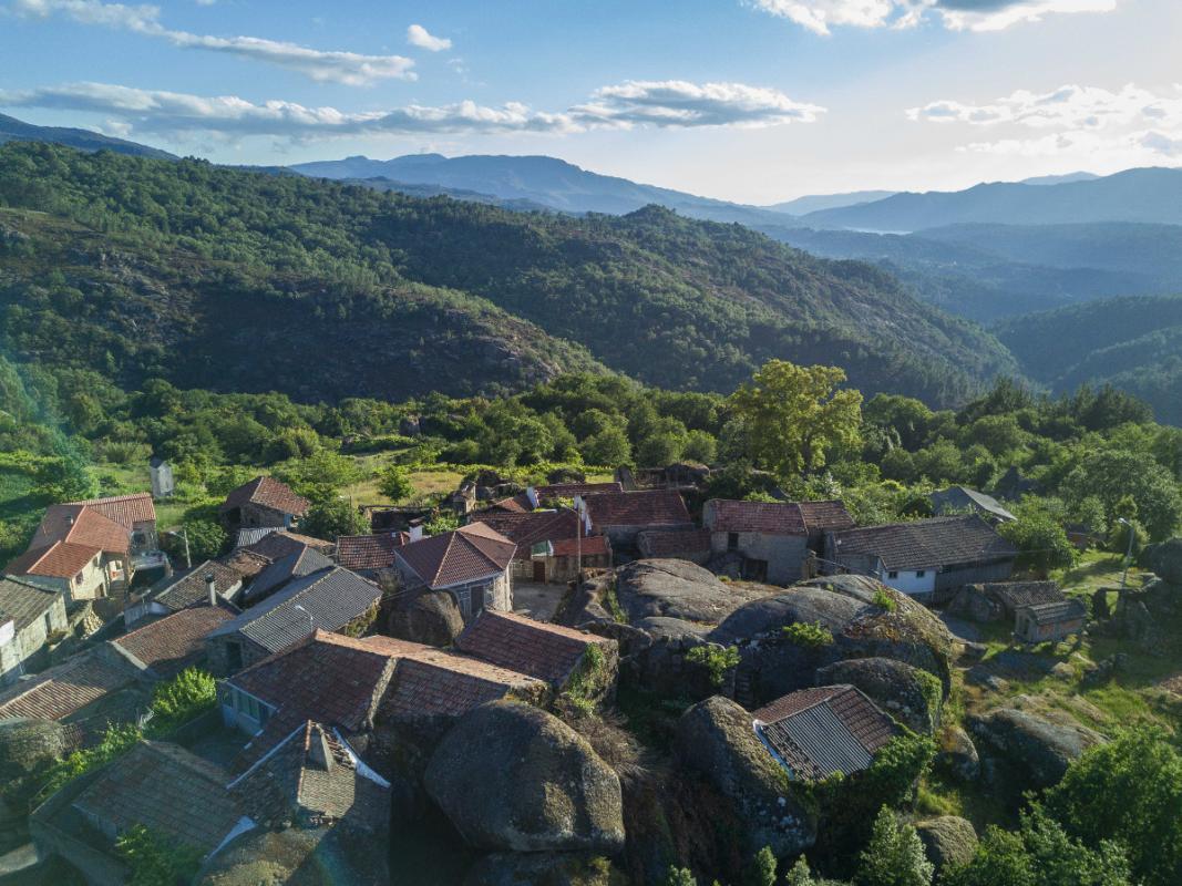 Tranfronteiriza do Xurés-Gerês <i>Horizontes de granito onde se abrazan Galicia e Portugal</i>